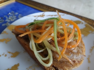 I had it this morning wiith slices of roasted pork,  shredded cucumber & carrots. Yummilicous !!